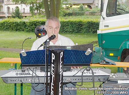 Live-Musik Peter beim Rheinwiesenfest Bacharach am Rhein.