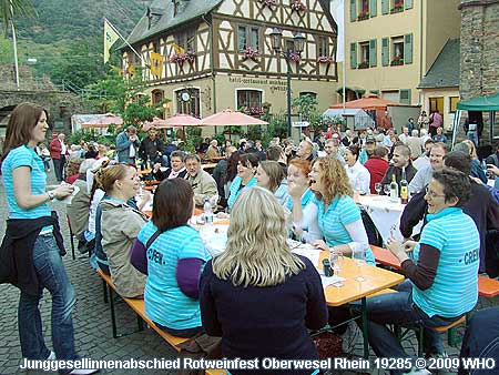 Junggesellinnenabschied-Ideen als Junggesellinnenparty beim Rotweinfest mit Junggesellinnenfahrt auf dem Rhein